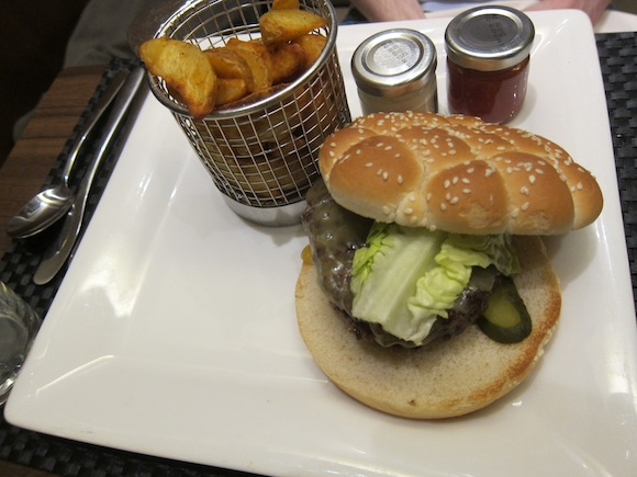 British Airways Adds Burger To First Class Onboard Menu