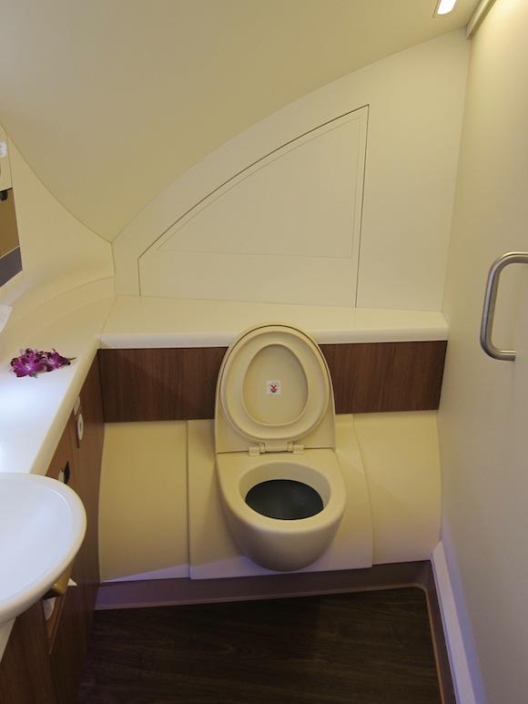 Thai_Airways_First_Class_A38012