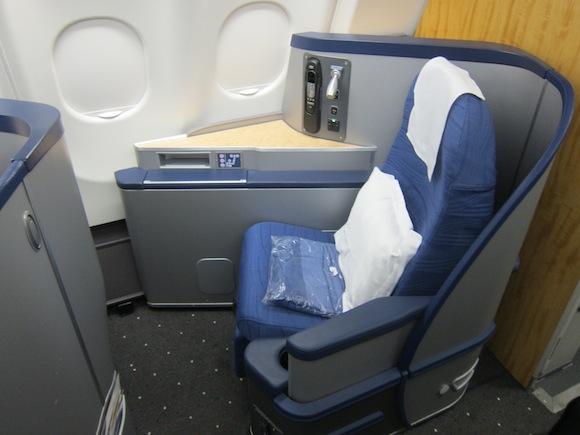 US_Airways_Envoy_Class03