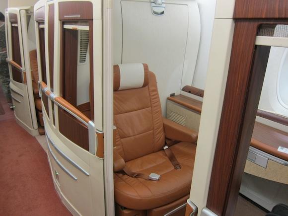 Singapore-Suites-Class-100