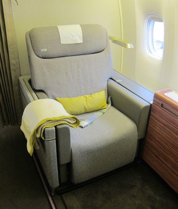 TAM-777-First-Class-05