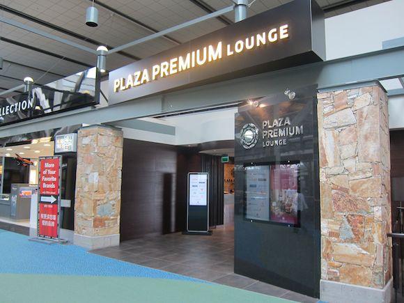 Plaza-Premium-Lounge-Vancouver-05