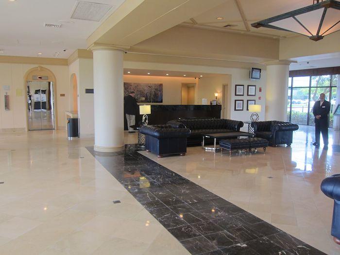Hilton-Palm-Beach-Airport-04