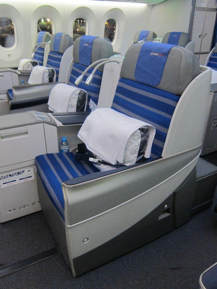 LOT-Business-Class-787-03