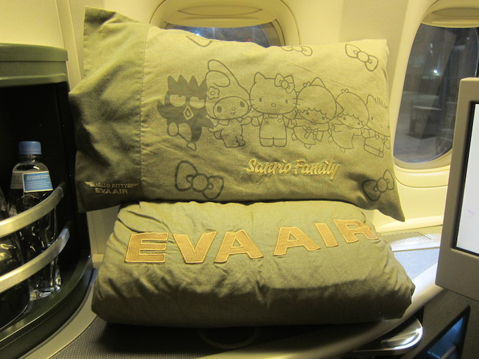 EVA-Air-Hello-Kitty-2