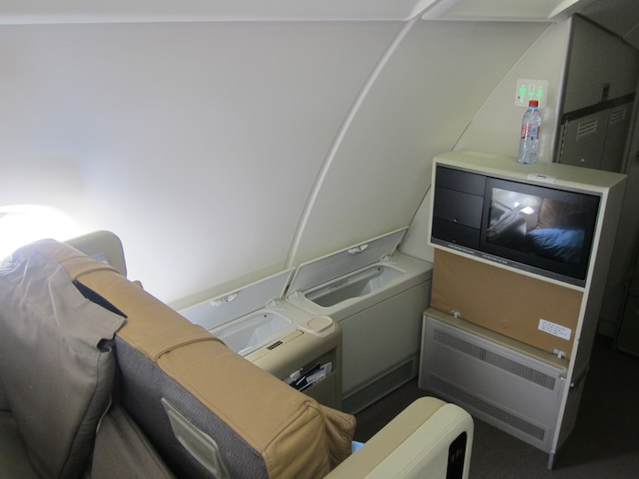 Singapore-Airlines-A380-Business-Class-12