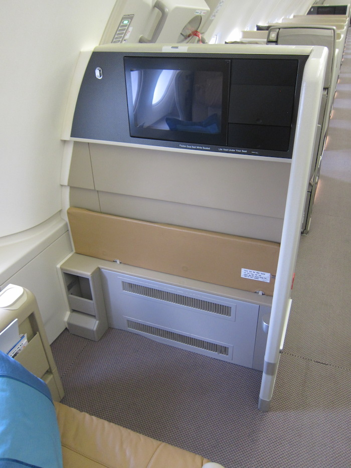 Singapore-Airlines-A380-Business-Class-7
