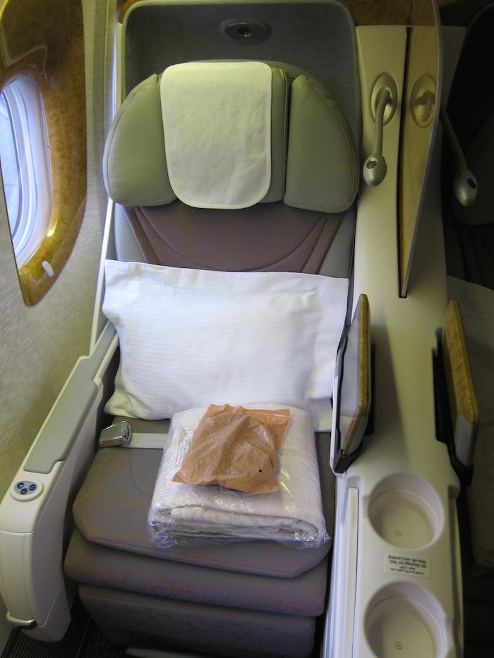Emirates-777-Business-Class-3
