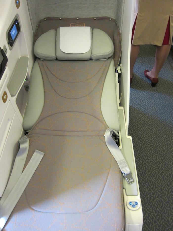 Emirates-777-Business-Class-4