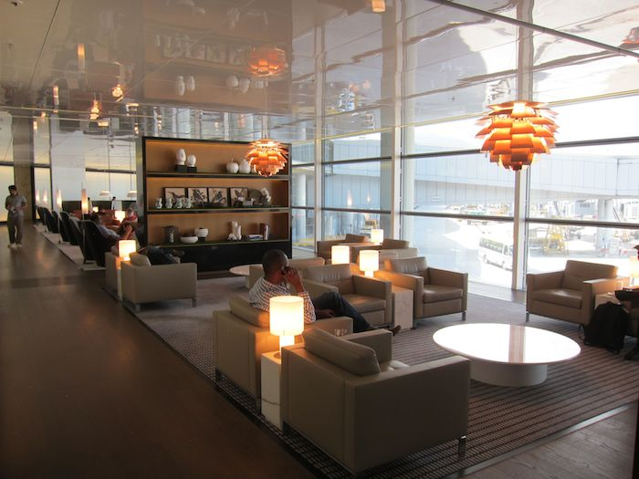 Cathay-Pacific-The-Bridge-Lounge-49