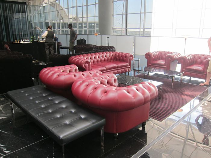 Cathay-Pacific-The-Wing-Lounge-03