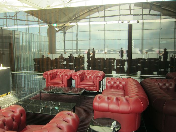 Cathay-Pacific-The-Wing-Lounge-04