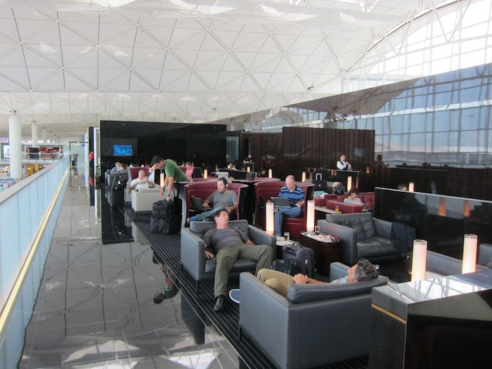Cathay-Pacific-The-Wing-Lounge-06