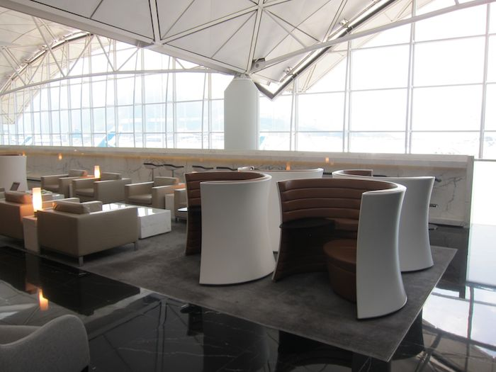 Cathay-Pacific-The-Wing-Lounge-09