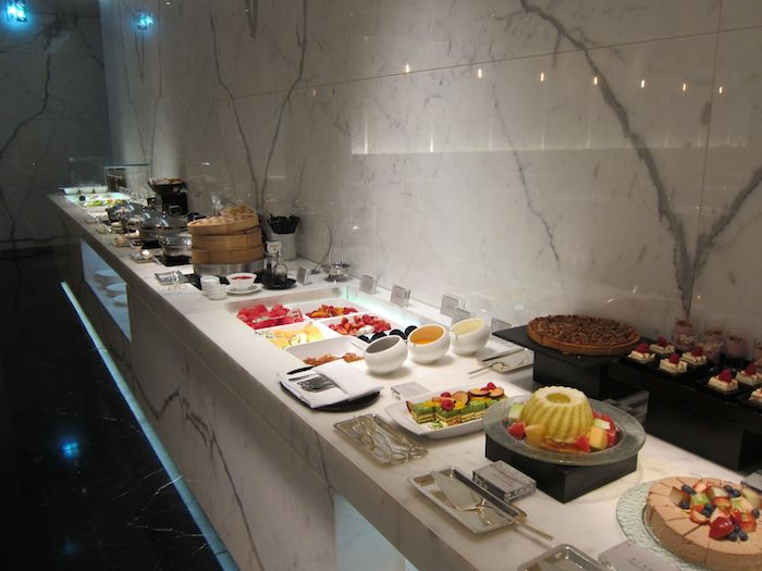 Cathay-Pacific-The-Wing-Lounge-17
