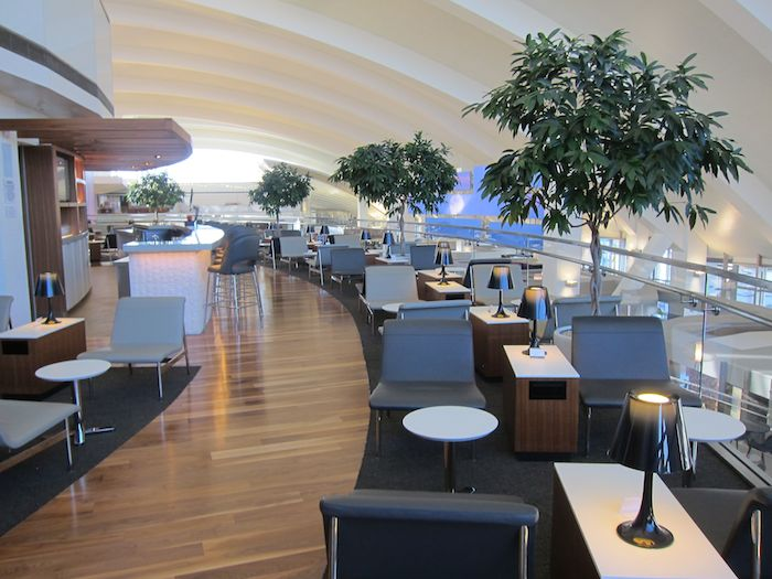 Review star alliance business class lounge los angeles for Best airport lounge program
