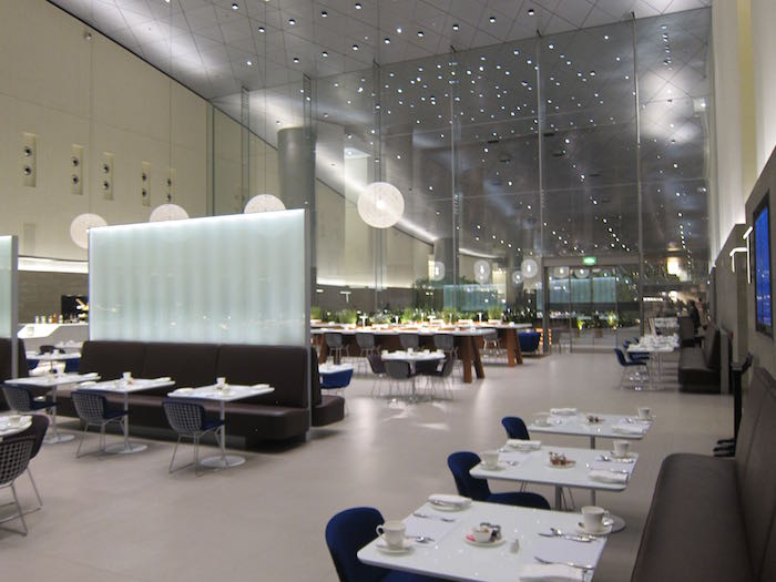 Qatar airways backtracks on oneworld lounge access one for Best airport lounge program
