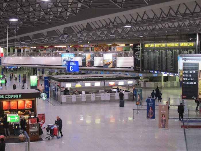 Lufthansa Senator Lounge Frankfurt 01