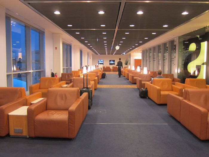 Review lufthansa senator lounge frankfurt airport fra for Best airport lounge program