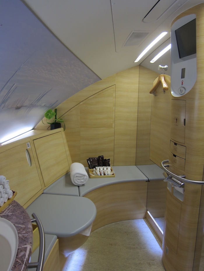 Guide To The Emirates A380 First Class Shower Suite - One ...