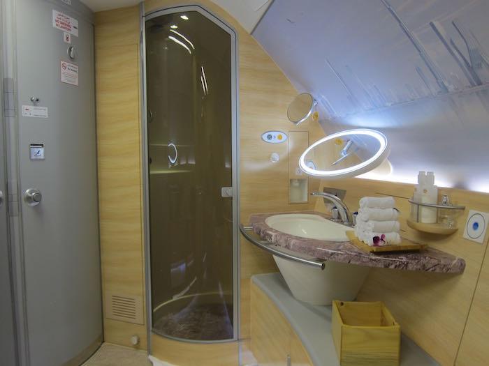 Etihad First Class Shower A380 First Class Showd...