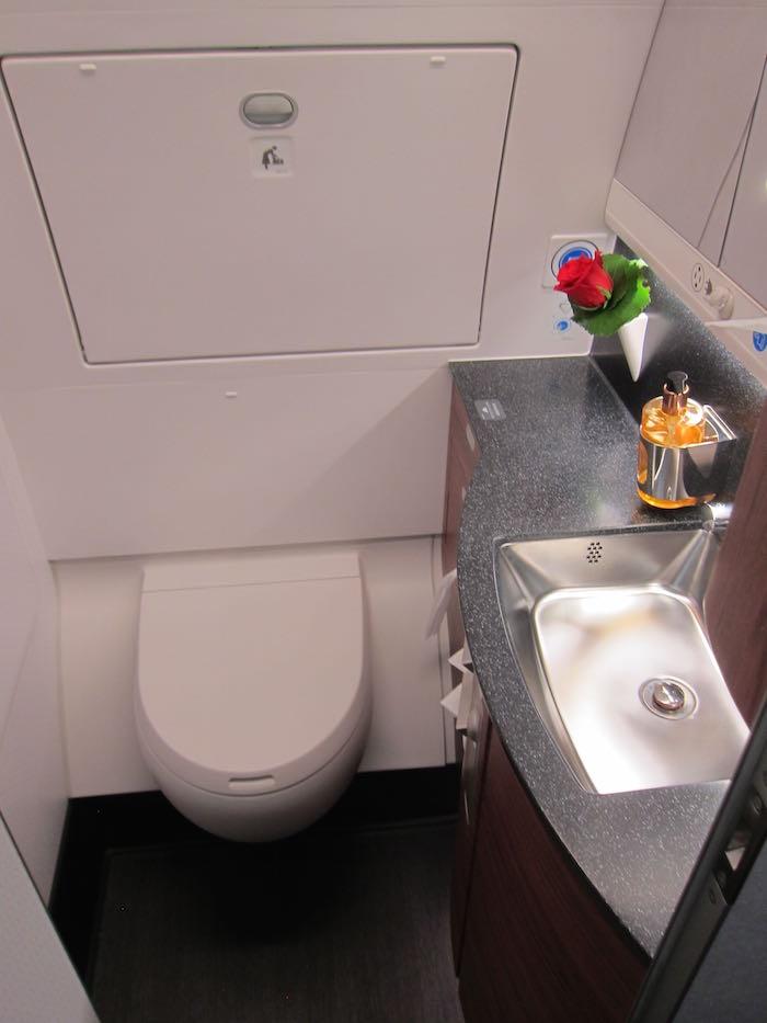 Qatar-Airways-A350-Business-Class-17