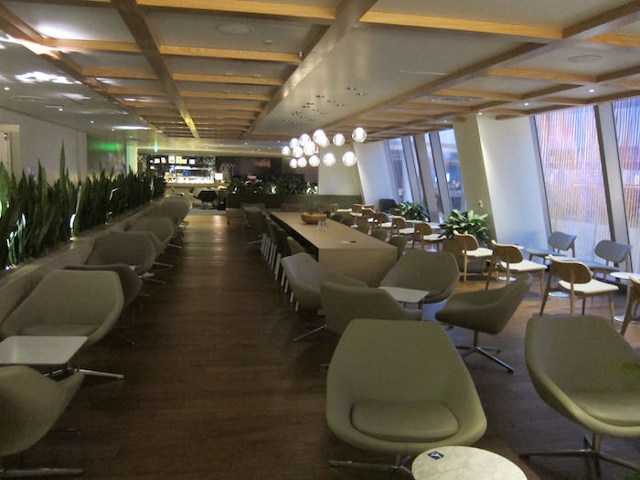 Review Oneworld Business Class Lounge Los Angeles Lax