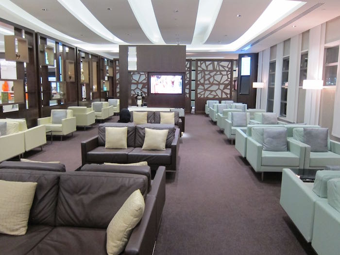 34c865f99c71 Review: Etihad Airways Business Class Lounge Abu Dhabi Airport | One ...