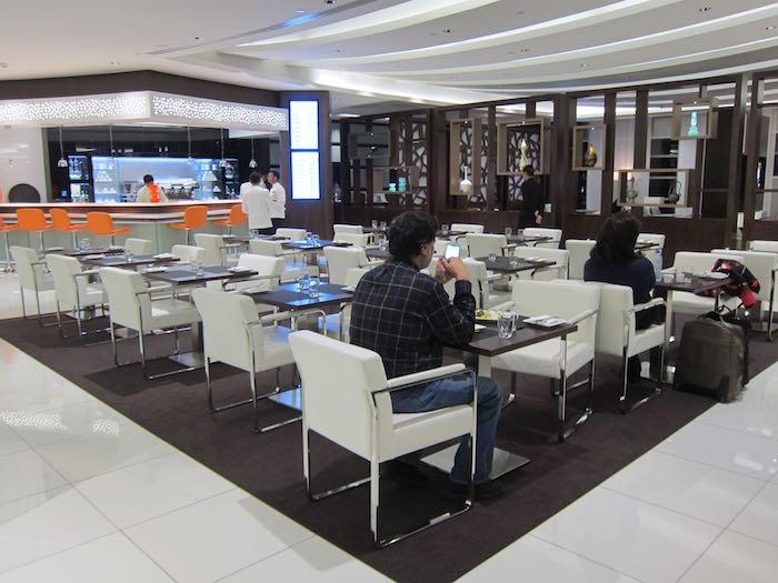 Etihad-Lounge-Abu-Dhabi-19