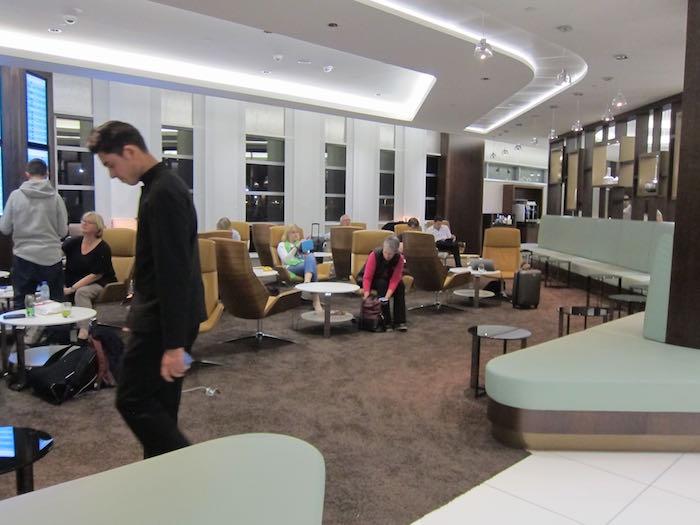 Etihad-Lounge-Abu-Dhabi-24