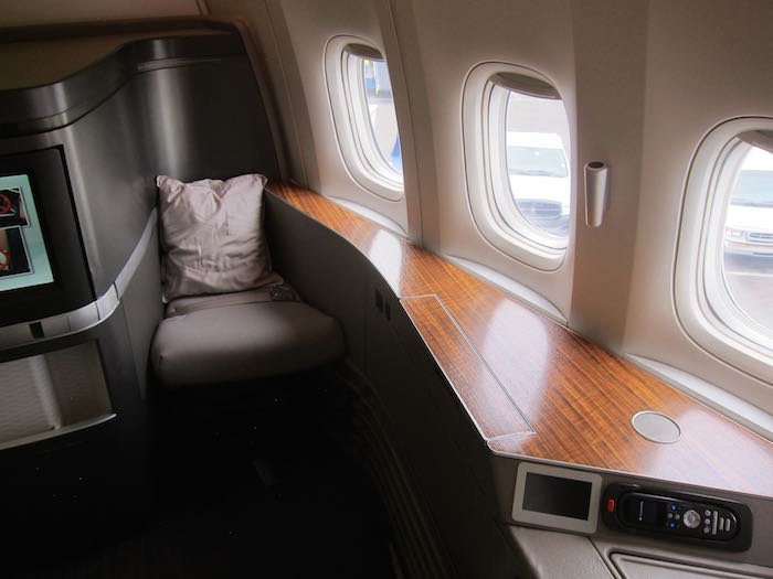 Cathay-Pacific-First-Class-777-03
