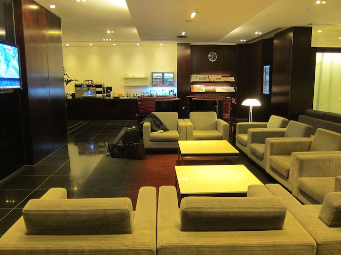 Cathay-Pacific-Lounge-London-07