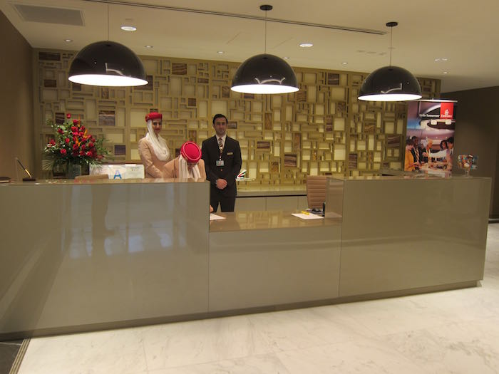 Emirates-Lounge-LAX-Airport-05