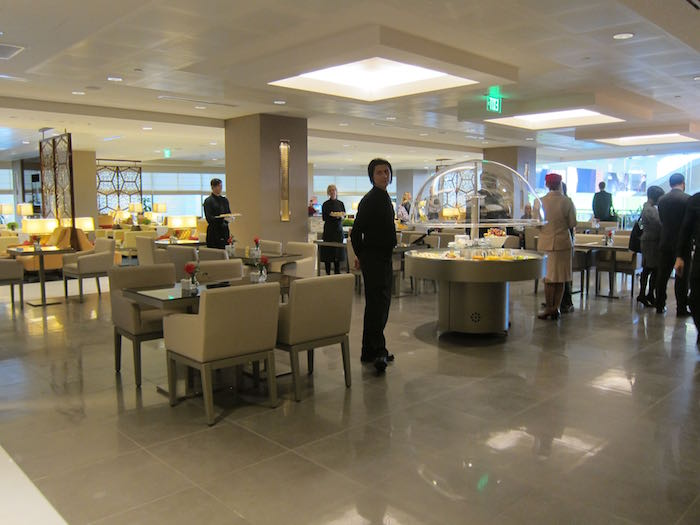 Emirates-Lounge-LAX-Airport-08