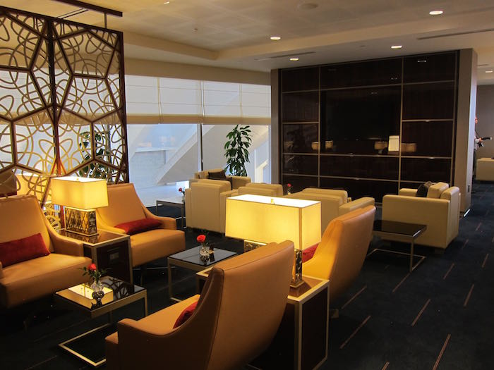Emirates-Lounge-LAX-Airport-17