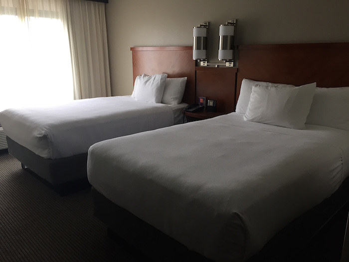 2 Reasons I Prefer Hotel Rooms With 2 Beds One Mile At A