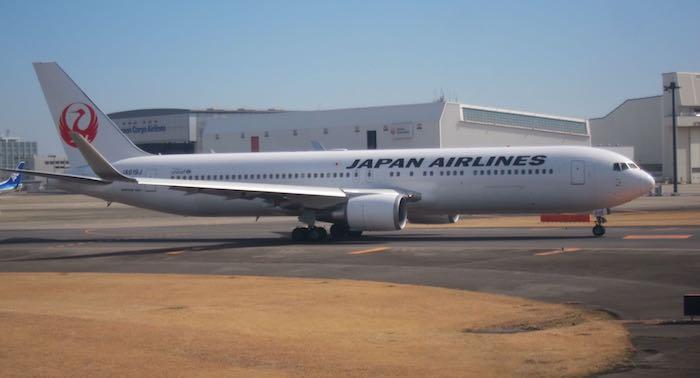 JAL-First-Class-777-06