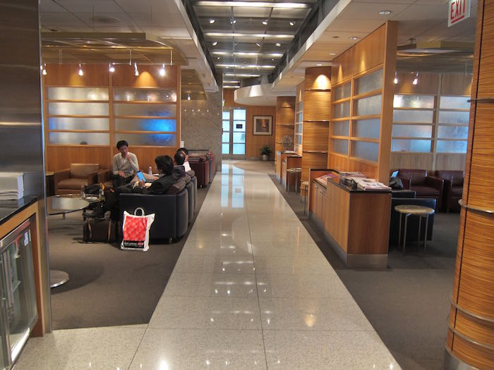American-Flagship-Lounge-Chicago-03
