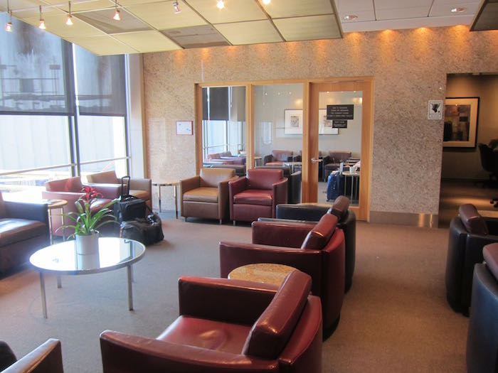 American-Flagship-Lounge-Chicago-07