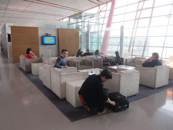 Cathay-Pacific-Dragonair-Lounge-Beijing-19