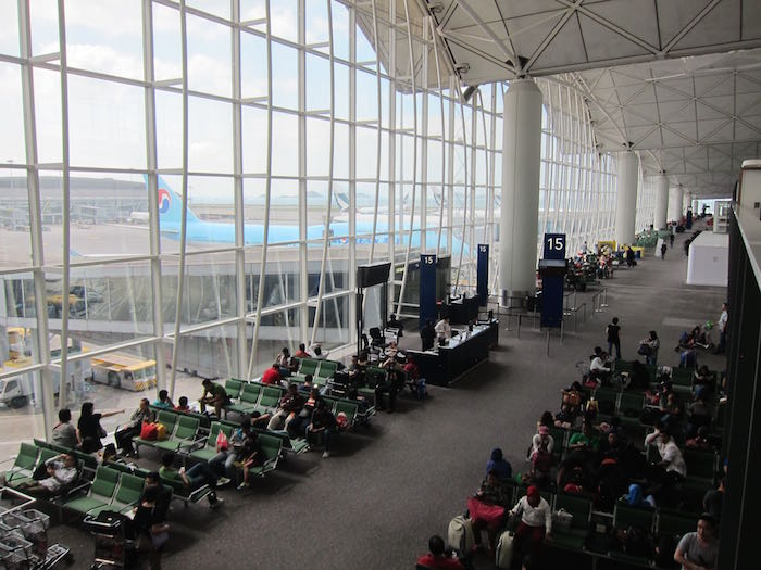 Qantas-Lounge-Hong-Kong-06