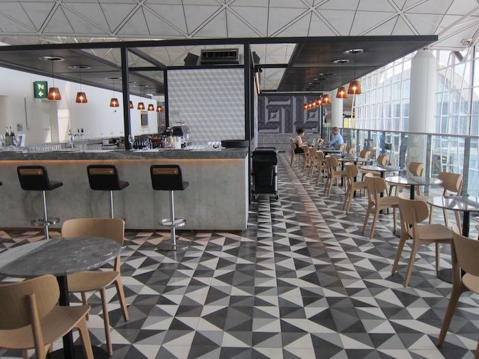 Qantas-Lounge-Hong-Kong-11