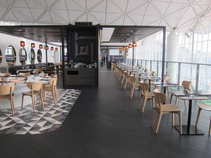 Qantas-Lounge-Hong-Kong-12