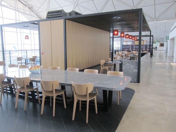 Qantas-Lounge-Hong-Kong-14