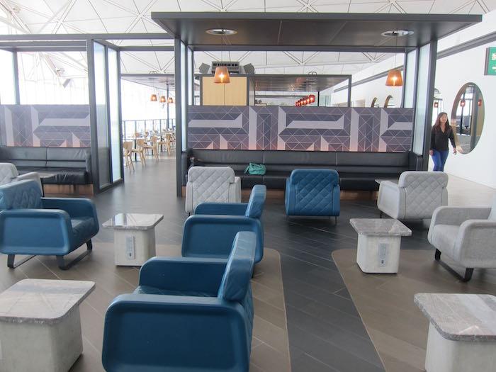Qantas-Lounge-Hong-Kong-21