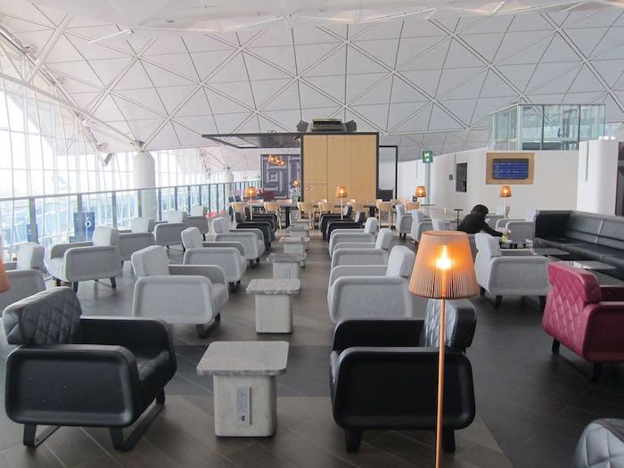 Qantas-Lounge-Hong-Kong-23