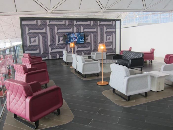 Qantas-Lounge-Hong-Kong-27