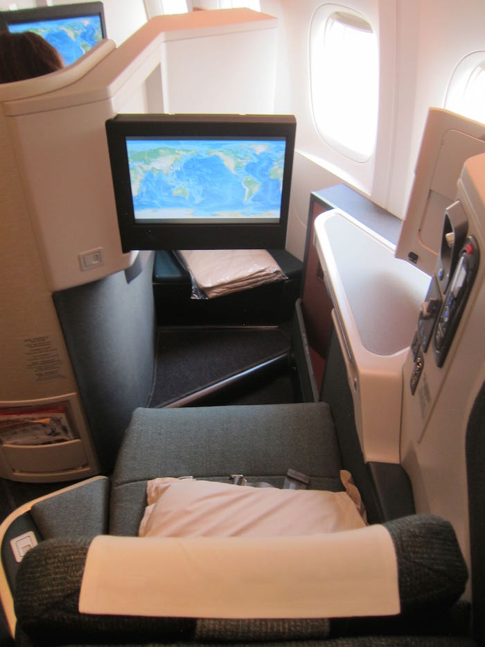Cathay-Pacific-777-Business-Class-09