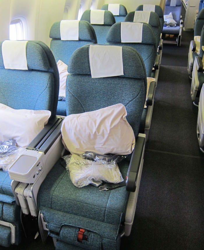Cathay-Pacific-777-Business-Class-12