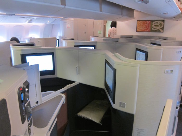 Cathay-Pacific-777-Business-Class-14